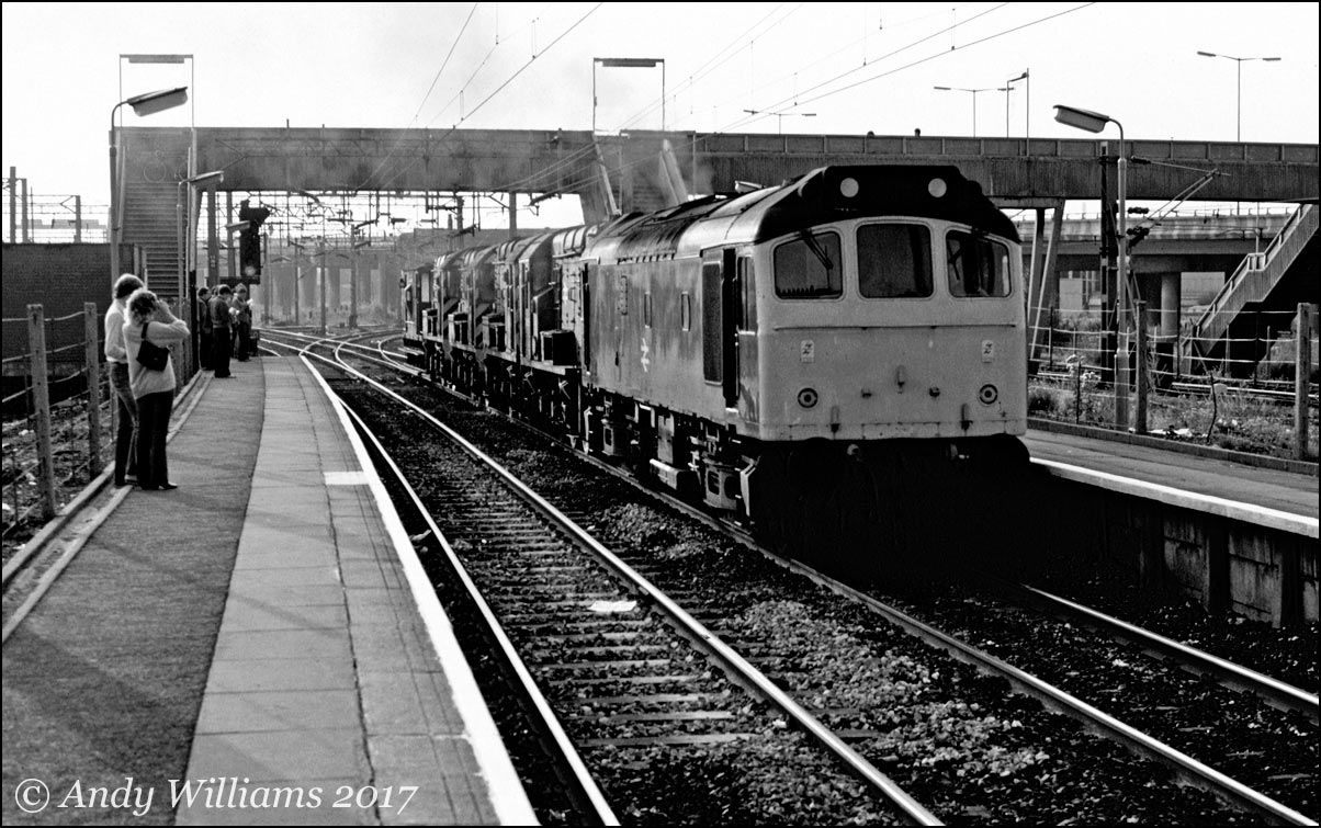 25139 and four withdrawn 08s at Bescot