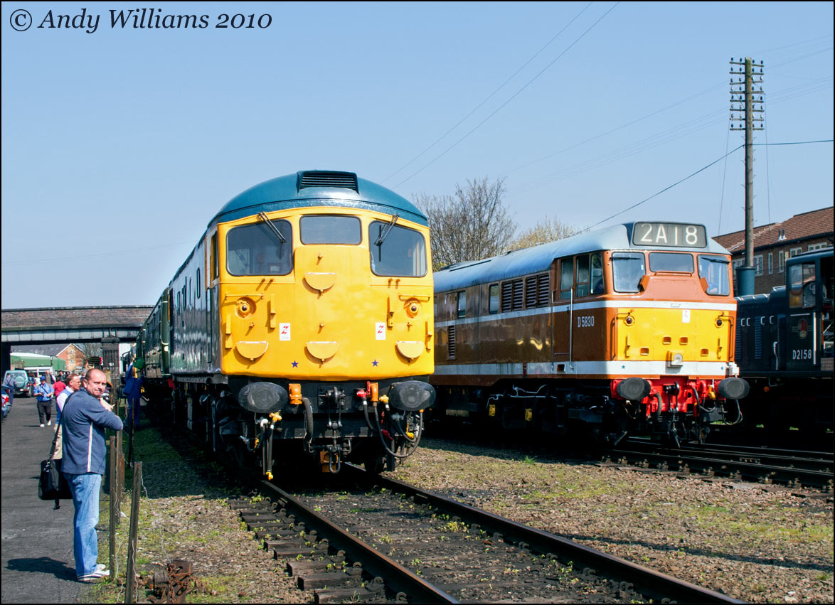 26007 and D5830 at Loughborough