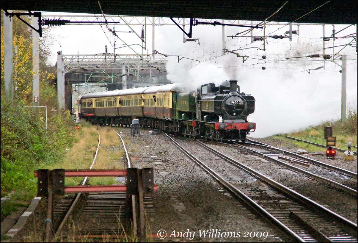 Pannier tanks 9600 and 9466 at Tame Bridge