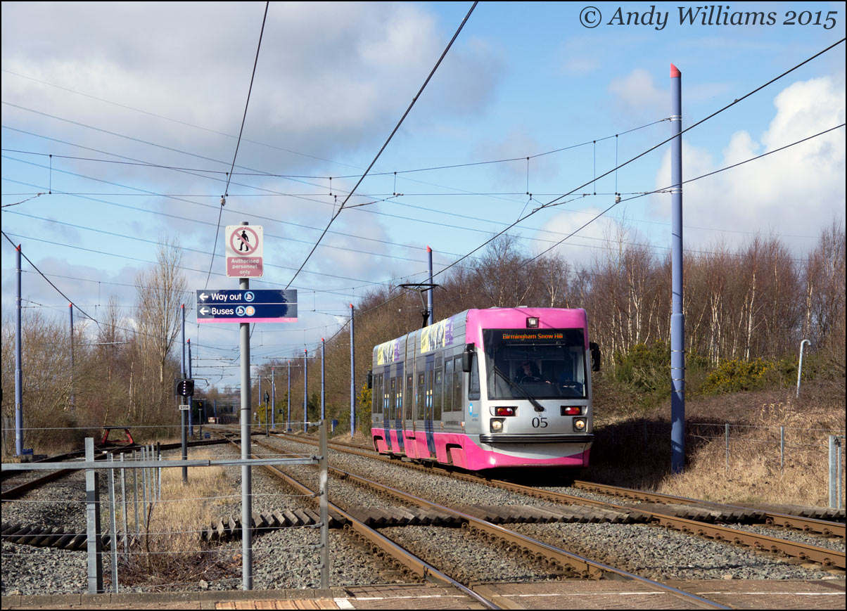 Tram 05 at Wednesbury Parkway