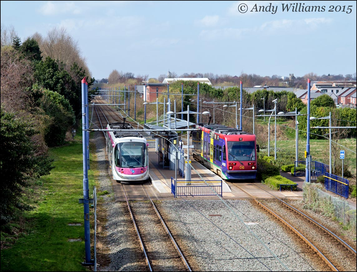 Trams 06 and 20 cross at Bradley Lane