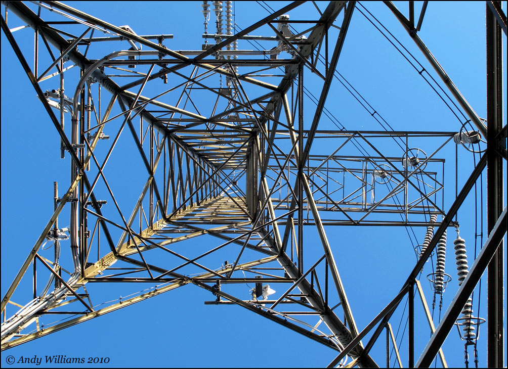 Asymmetric electricity pylon