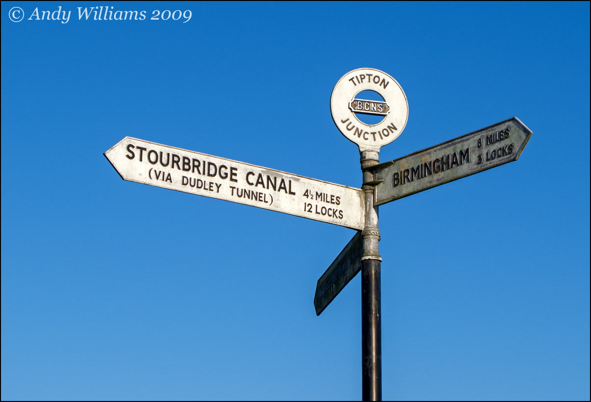 Tipton Junction canal signpost